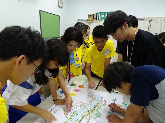 調査後ホールで地図にプロットし報告会